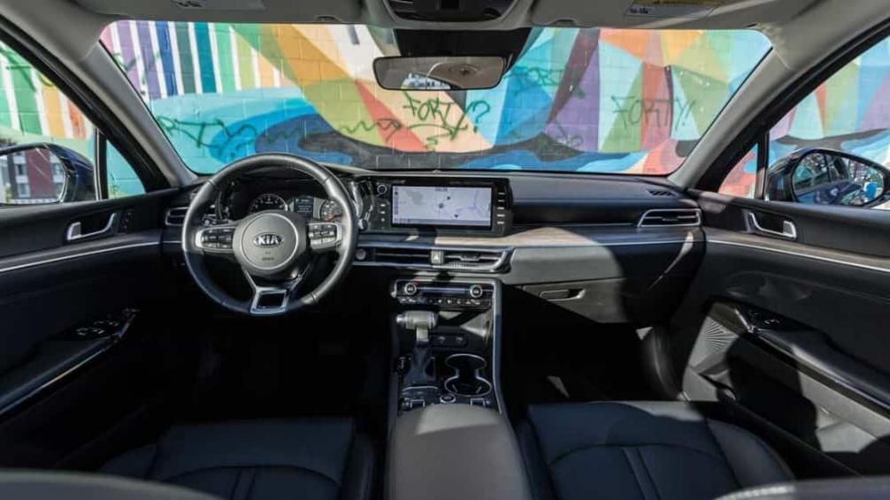 Новый Kia k5 2021-2022 салон, цены, отзывы, обзор и фото