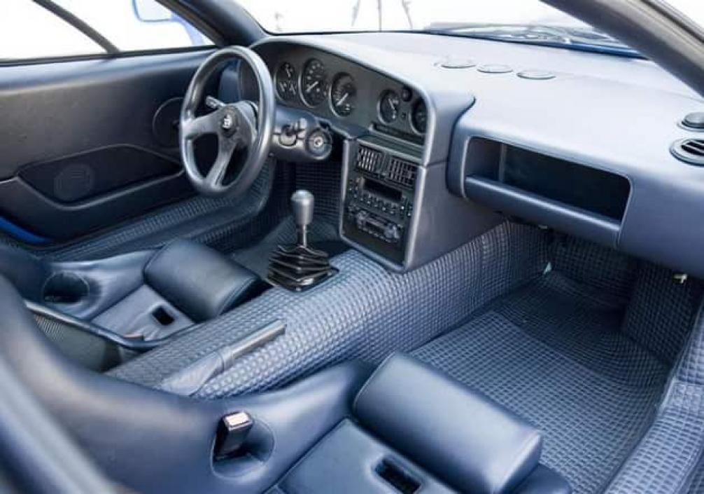 Bugatti EB110 салон