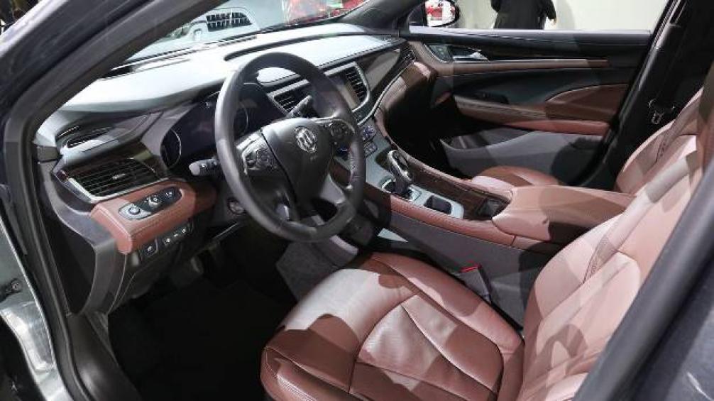 Buick LaCrosse 2017 интеьер