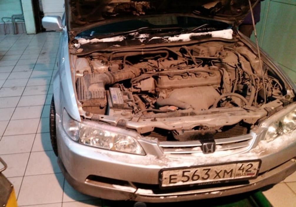 фото двигателя Хонда Аккорд