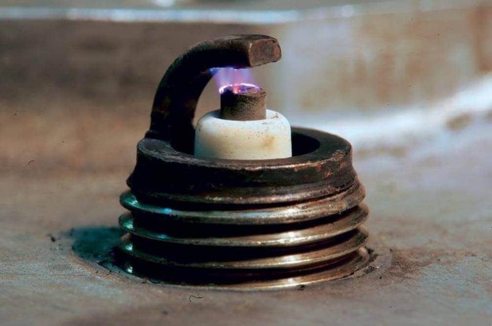 Как работают свечи зажигания, как менять, через сколько километров