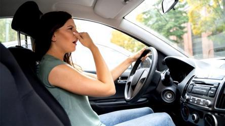 Как избавиться от запаха сигарет в машине